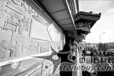 红桥市场改造完成 巨型石雕连环画正式亮相