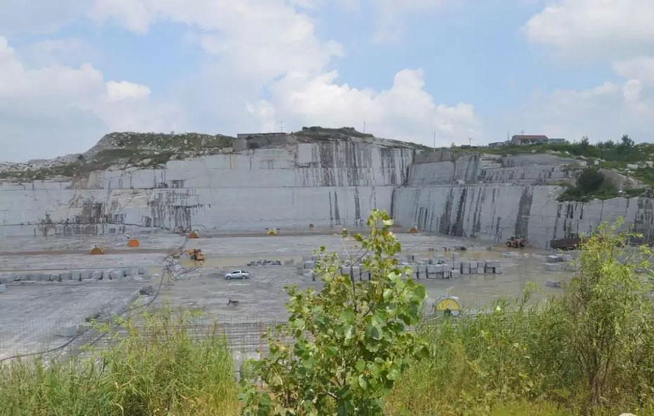进一步推动全省石材矿山的资源整合及绿色矿山建设,省石材协会周会一行考察、调研省内部分石材矿山